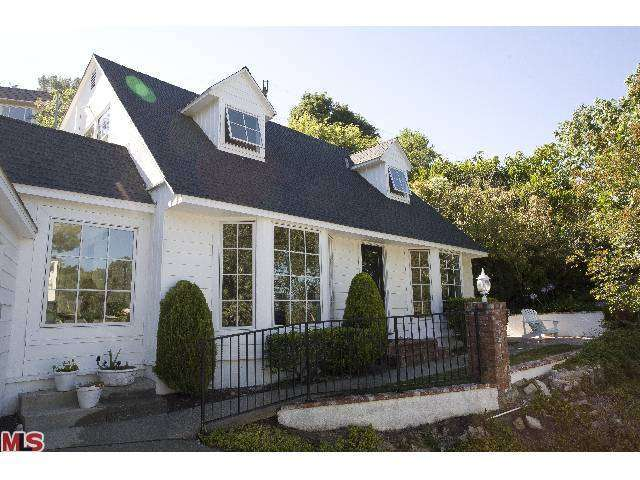 Rental Homes for Rent, ListingId:25982963, location: 4051 KNOBHILL Drive Sherman Oaks 91403