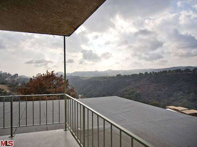 Rental Homes for Rent, ListingId:26029049, location: 2385 ROSCOMARE Road Los Angeles 90077