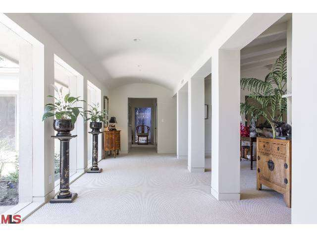 Rental Homes for Rent, ListingId:26198501, location: 15363 MULHOLLAND Drive Los Angeles 90077