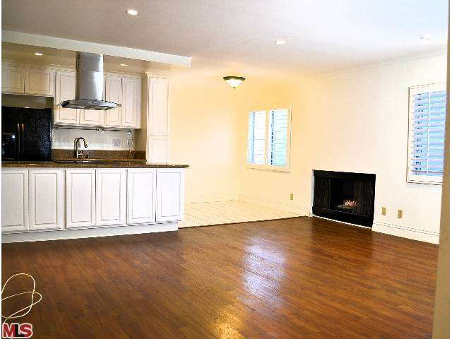 Rental Homes for Rent, ListingId:26371988, location: 11639 CHENAULT Street Los Angeles 90049