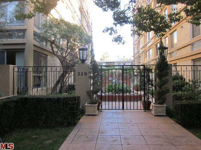 Rental Homes for Rent, ListingId:26617609, location: 320 MAPLE Drive Beverly Hills 90210