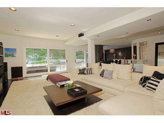 Rental Homes for Rent, ListingId:26925649, location: 2211 SAN YSIDRO Drive Beverly Hills 90210
