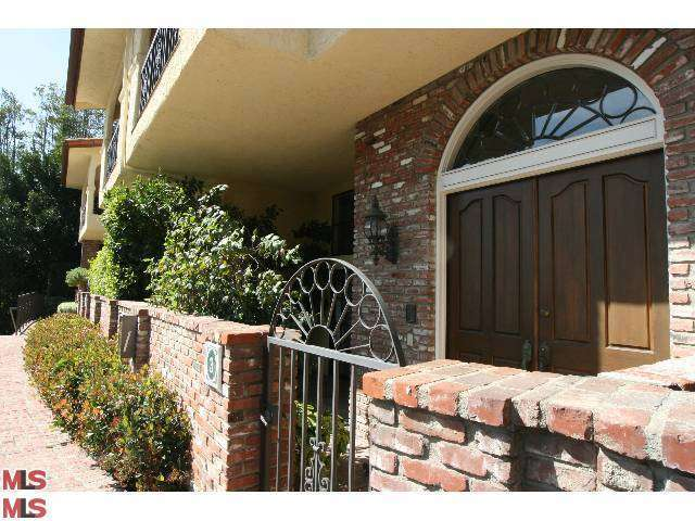 Rental Homes for Rent, ListingId:27341971, location: 2311 ROSCOMARE Road Los Angeles 90077