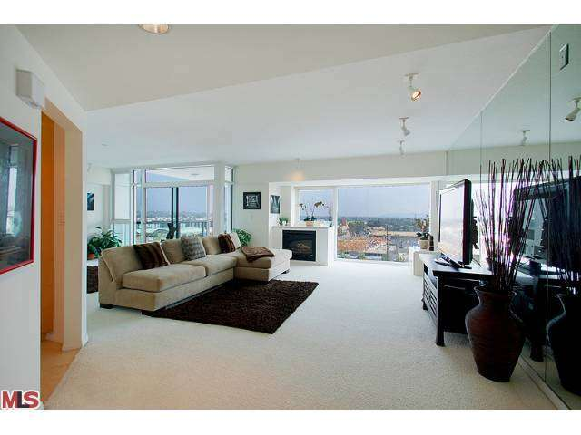 Rental Homes for Rent, ListingId:27612986, location: 13600 MARINA POINTE Drive Venice 90292