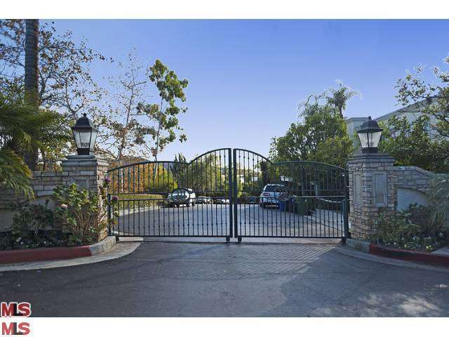 Rental Homes for Rent, ListingId:27806216, location: 2620 WALLINGFORD Drive Beverly Hills 90210