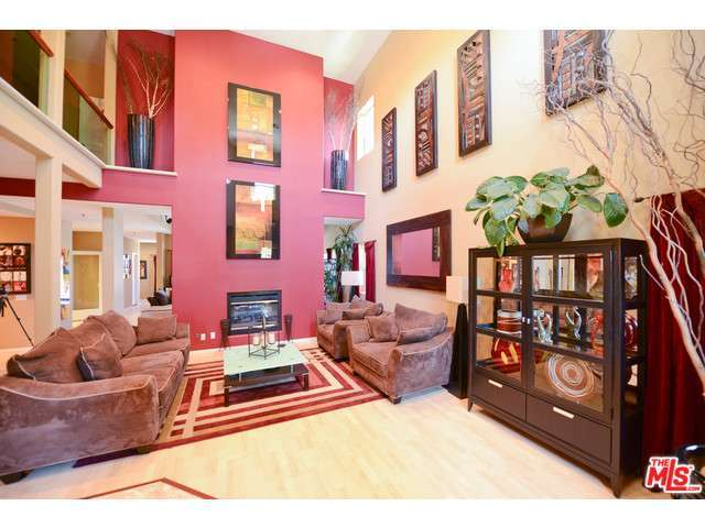 Rental Homes for Rent, ListingId:28959060, location: 14701 HARTSOOK Street Sherman Oaks 91403