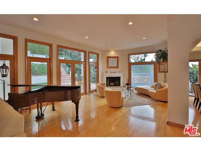 Rental Homes for Rent, ListingId:31836004, location: 3345 WOODCLIFF Road Sherman Oaks 91403