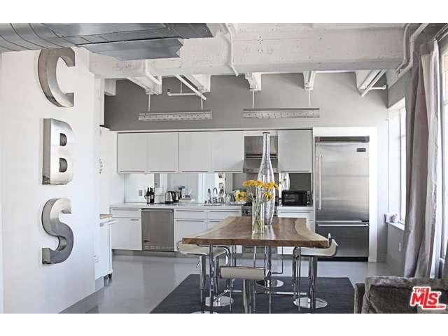 Rental Homes for Rent, ListingId:33596007, location: 6253 HOLLYWOOD Boulevard Los Angeles 90028