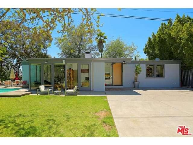 One of Hollywood Hills 3 Bedroom City View Homes for Sale