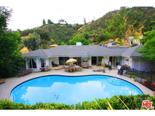 Rental Homes for Rent, ListingId:34629777, location: 1066 CHANTILLY Road Los Angeles 90077
