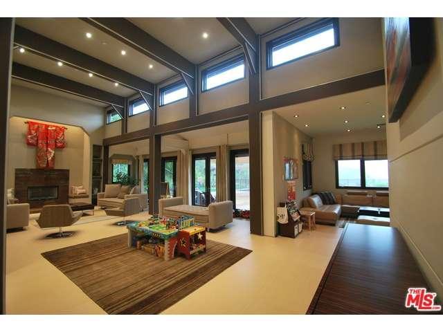 Rental Homes for Rent, ListingId:35183021, location: 2473 LA CONDESA Drive Los Angeles 90049