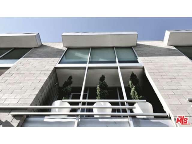 Rental Homes for Rent, ListingId:35222851, location: 6615 MELROSE Avenue Los Angeles 90038