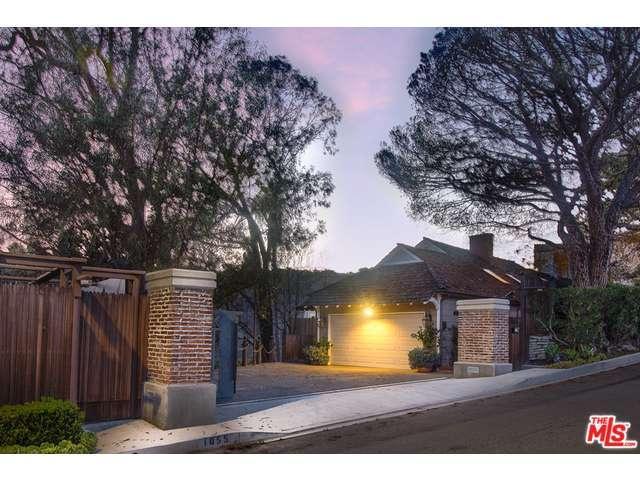 Rental Homes for Rent, ListingId:35246484, location: 1055 STRADELLA Road Los Angeles 90077