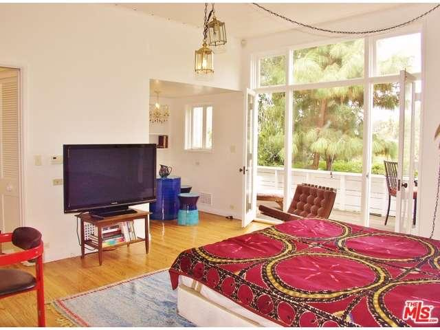 Rental Homes for Rent, ListingId:35661787, location: 3353 NORTH KNOLL Drive Hollywood 90068