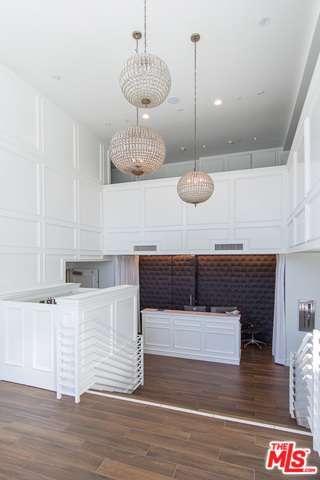 Condominium, High or Mid-Rise Condo,Modern - Beverly Hills, CA (photo 3)