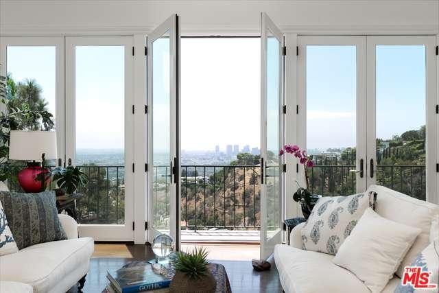 1539 Viewsite Dr, Los Angeles, CA 90069