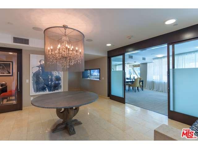 Condominium, High or Mid-Rise Condo,Modern - Beverly Hills, CA (photo 5)