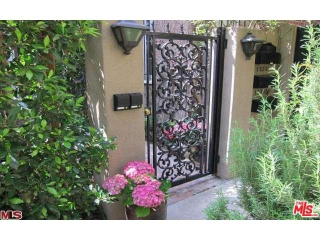 Rental Homes for Rent, ListingId:37261001, location: 1233 South CRESCENT HEIGHTS Boulevard Los Angeles 90035