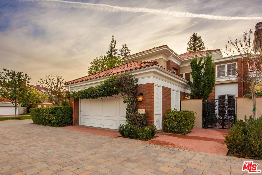 Photo of 2237  CANYONBACK Road  Los Angeles City  CA