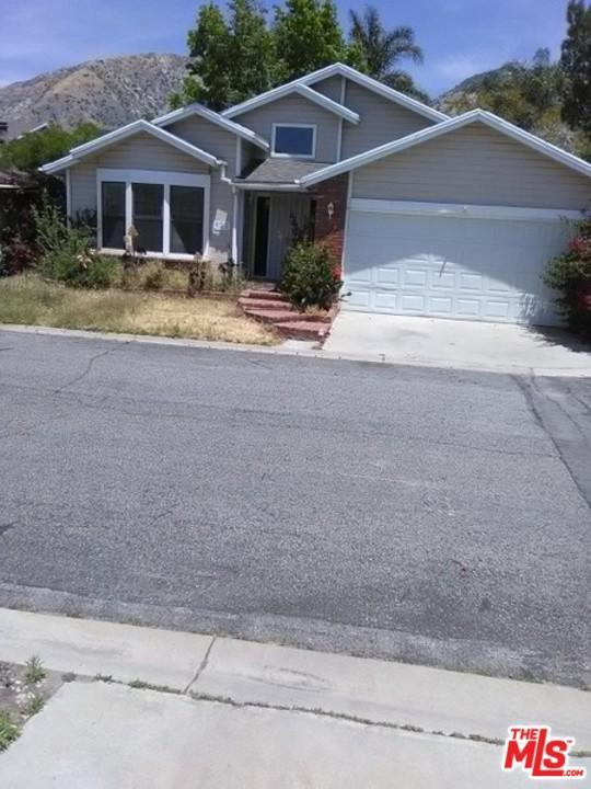 Photo of 13691  GAVINA  Sylmar  CA