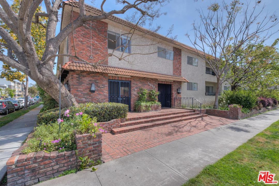 Condominium, Traditional - Los Angeles (City), CA (photo 2)