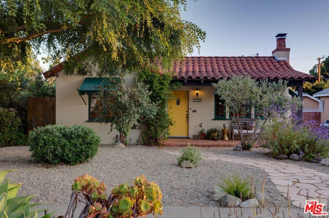 Photo of 130 West CALAVERAS Street  Altadena  CA