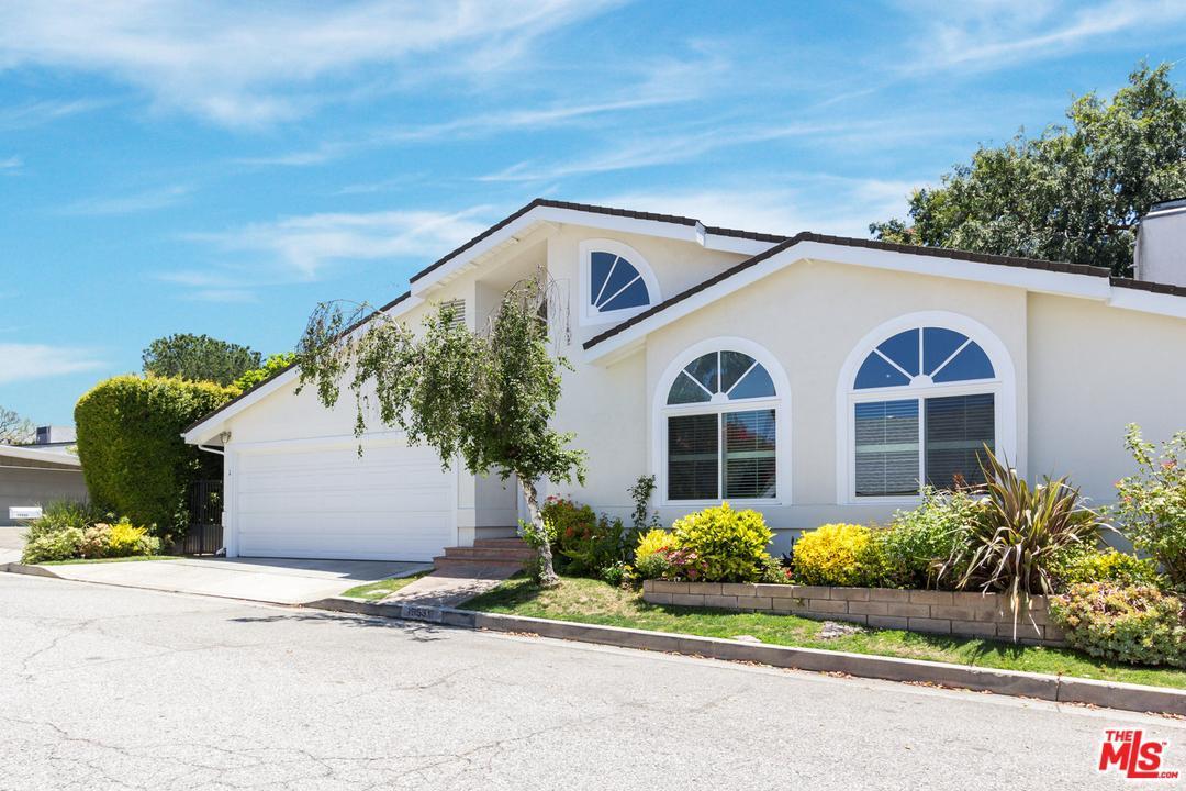 Photo of 15531  BRIARWOOD Drive  Sherman Oaks  CA
