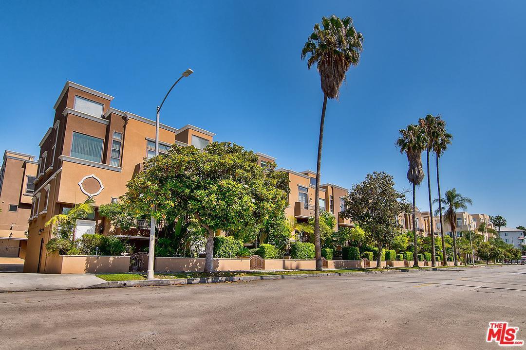 Photo of 681 South NORTON Avenue  Los Angeles City  CA