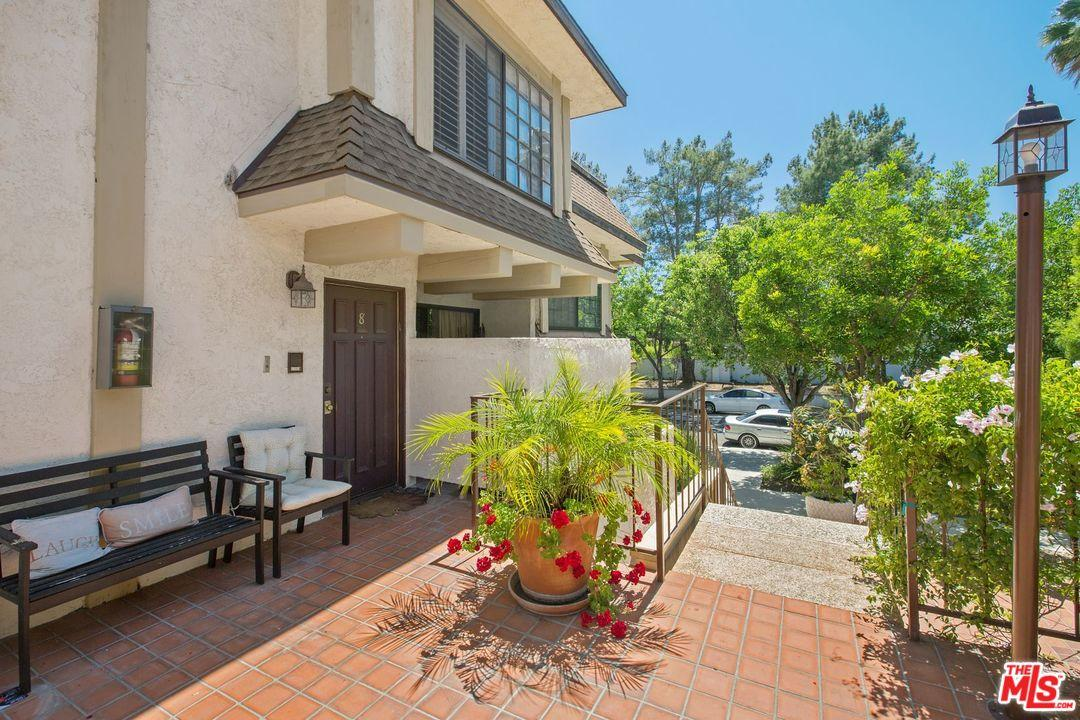 Photo of 5404  QUAKERTOWN Avenue  Woodland Hills  CA
