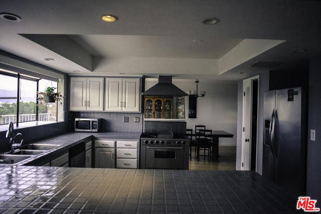 Photo of 3327  IONE Drive  Los Angeles City  CA