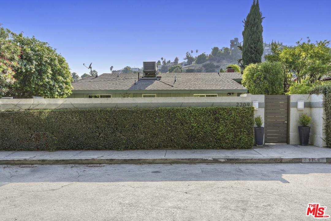 Mid Century, Single Family - Los Angeles (City), CA (photo 4)