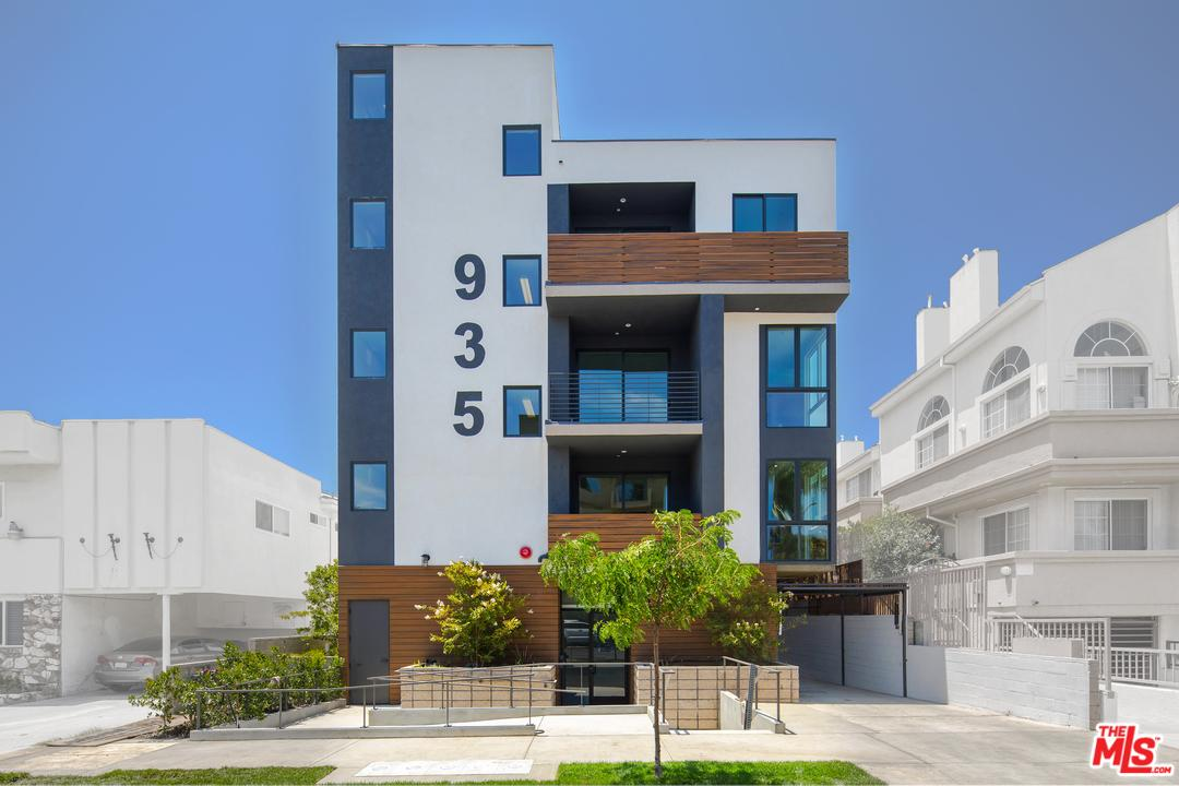 Photo of 935 North HUDSON Avenue  Los Angeles City  CA
