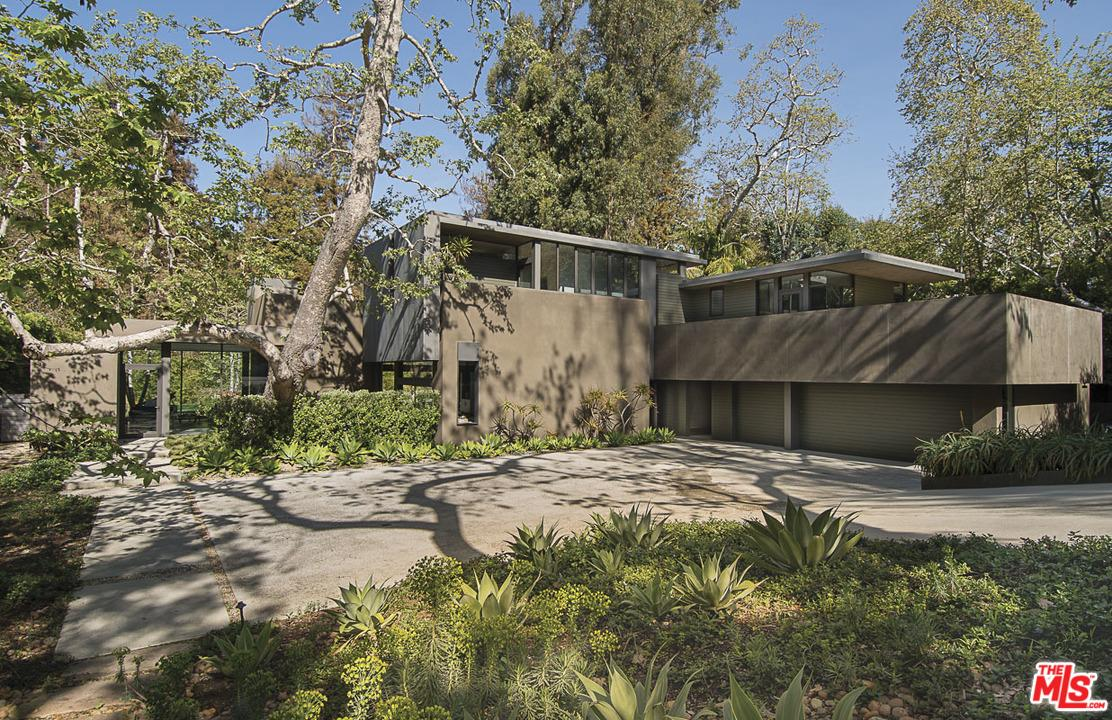 671  Latimer Road Santa Monica, CA 90402