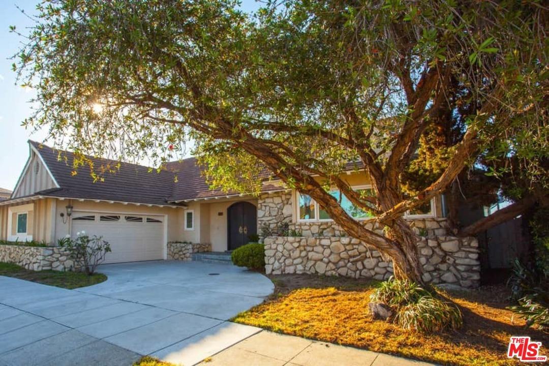 Photo of 4561  DON FELIPE Drive  Los Angeles City  CA
