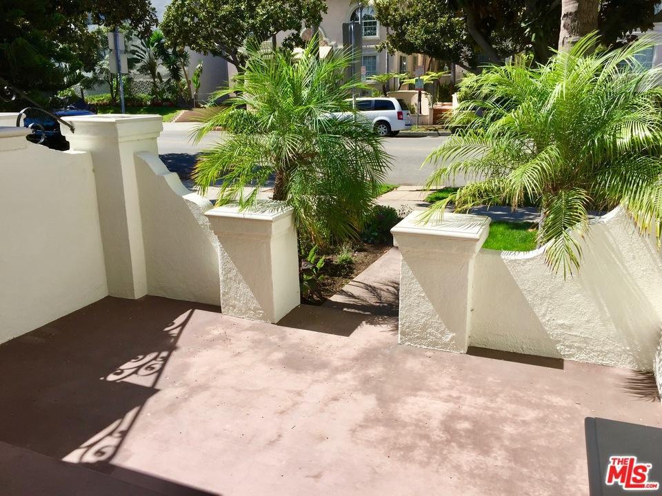 Condominium, Garden Condo,Spanish - Beverly Hills, CA (photo 3)