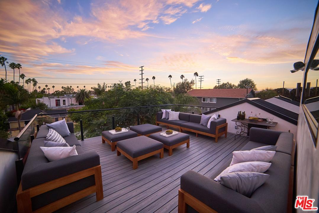 Pool property for sale at 911  MILWOOD Avenue, Venice California 90291