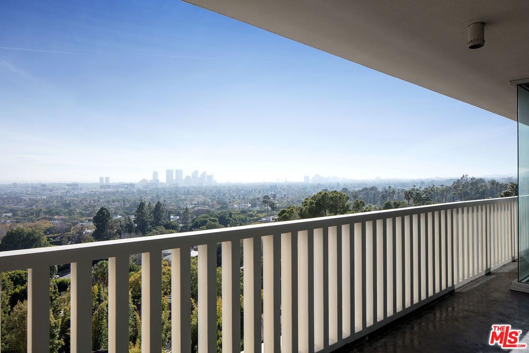 High or Mid-Rise Condo,Contemporary, Condominium - West Hollywood, CA (photo 1)