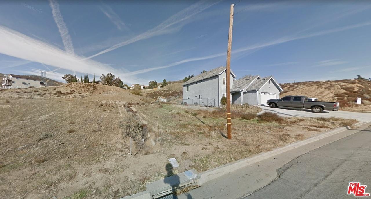 13249 JOHNSON Road Lake Elizabeth, CA 93532