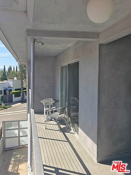 Condominium, Contemporary - West Hollywood, CA (photo 5)