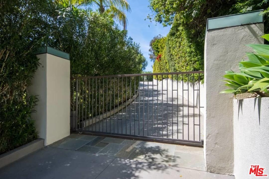 1117 Sutton Way Beverly Hills, CA 90210