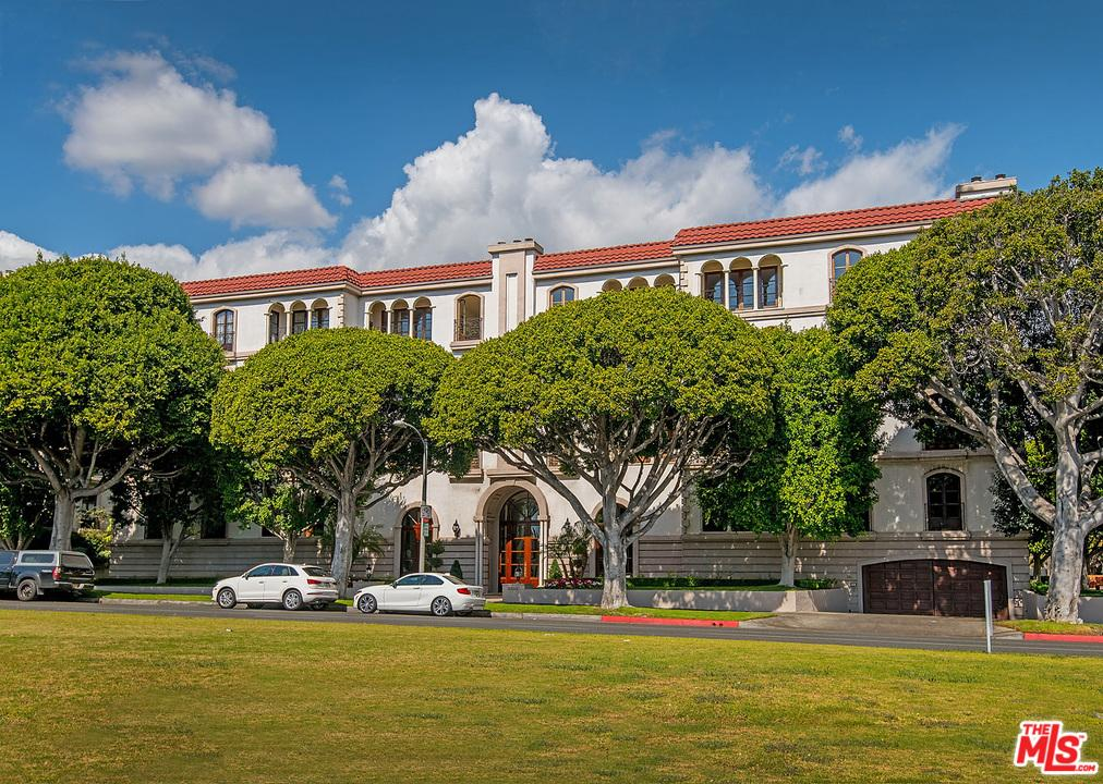 9233  BURTON Way 204, Beverly Hills, California