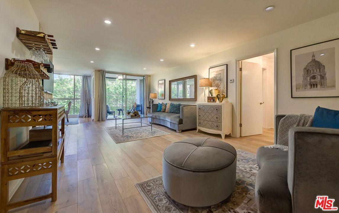 Condominium, Contemporary - Beverly Hills, CA (photo 4)
