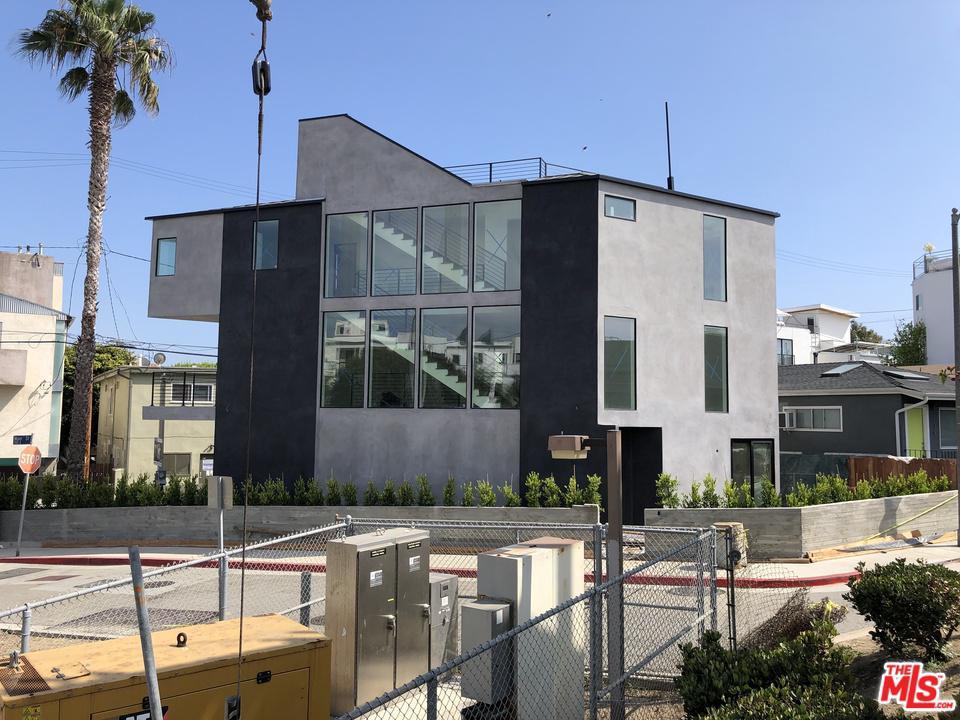 126 Thornton Place Venice, CA 90291