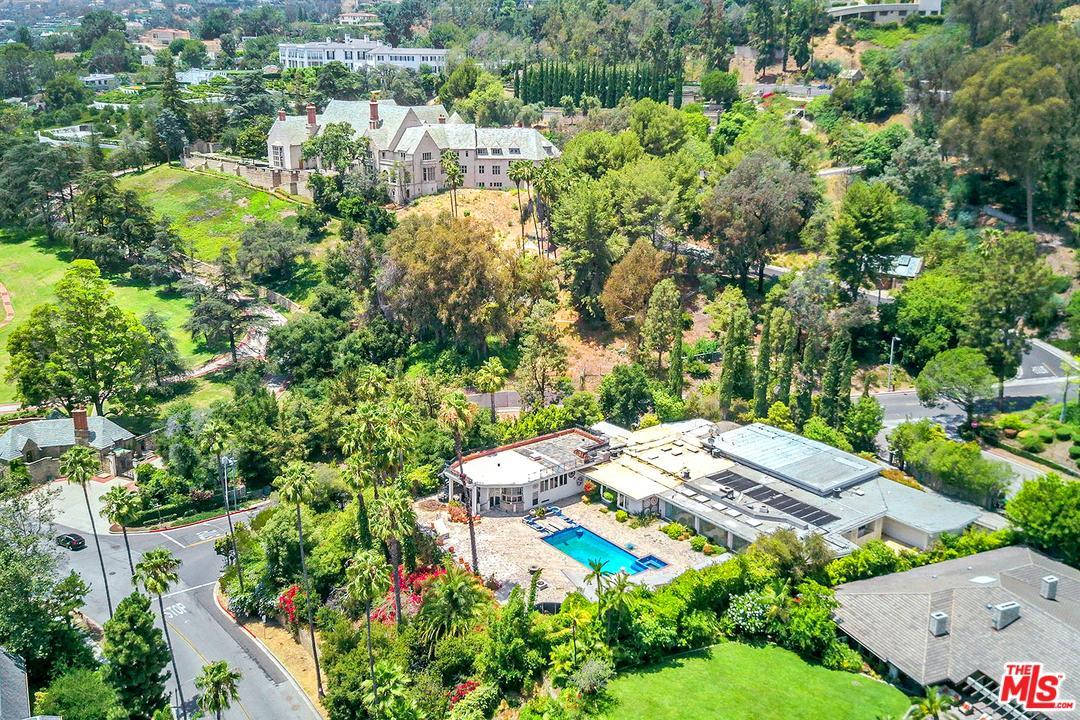 430 Robert Lane Beverly Hills, CA 90210