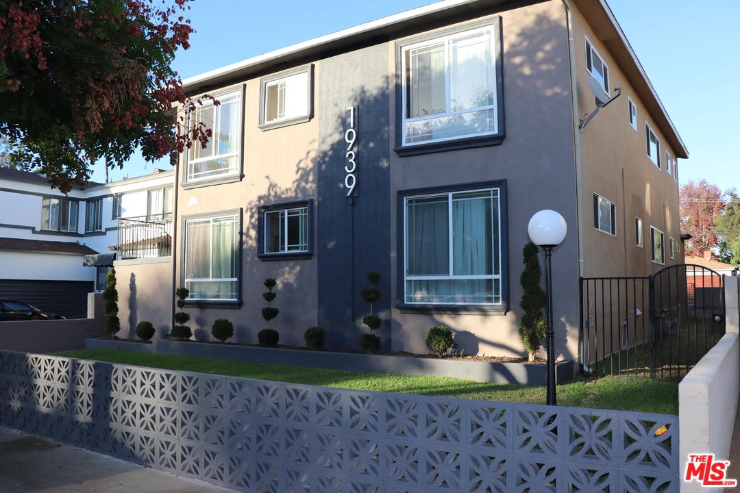 1939 17th Street Santa Monica, CA 90404