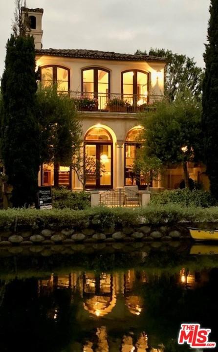 438 Howland Canal Venice, CA 90291