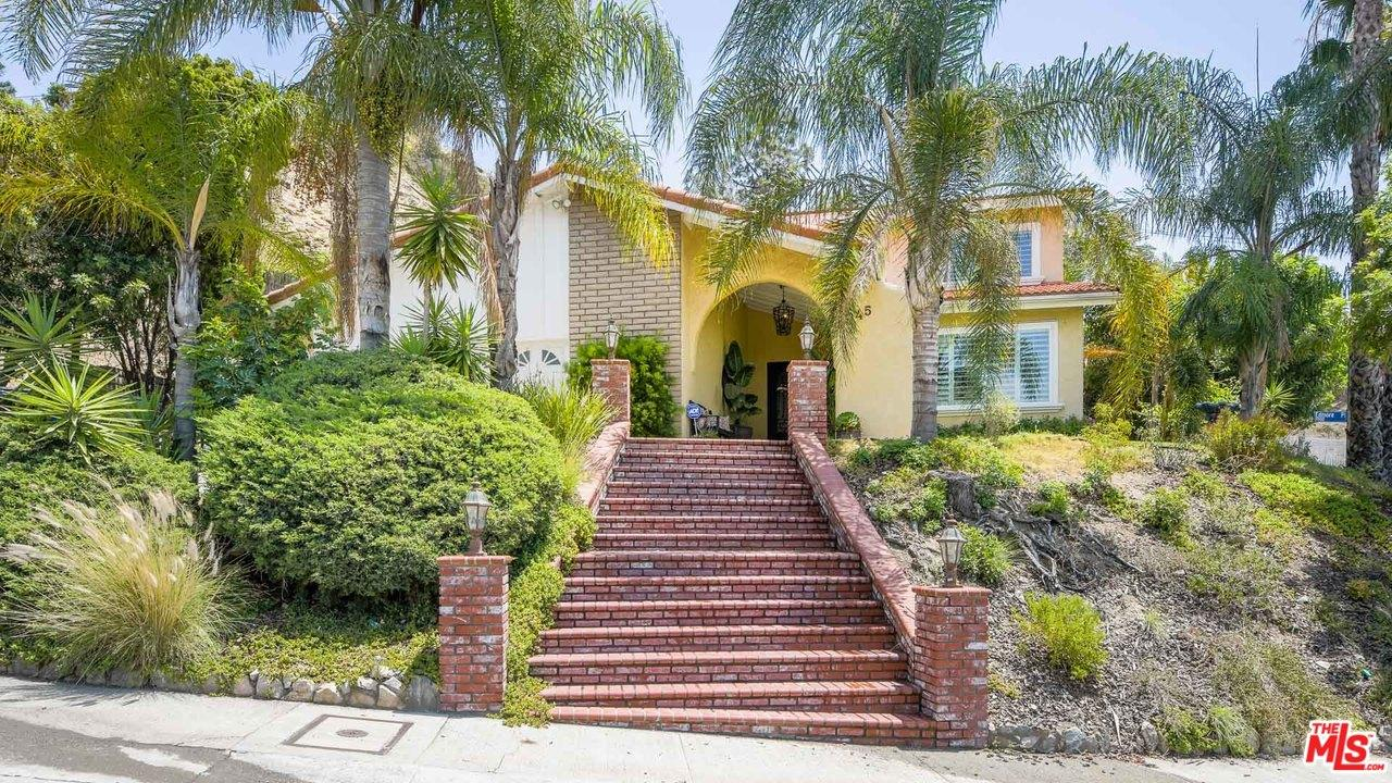 9945 Edmore Place Sun Valley, CA 91352