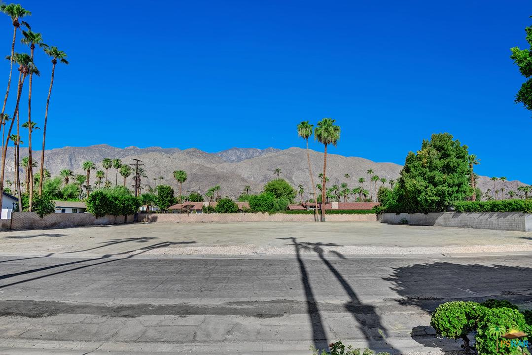 1355 South Manzanita Avenue Palm Springs, CA 92264