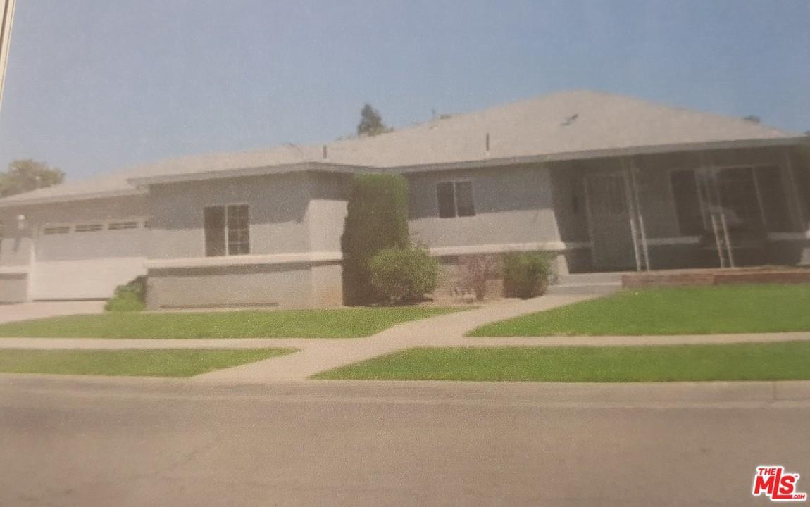 121 East KAVILAND Avenue, Fresno, California