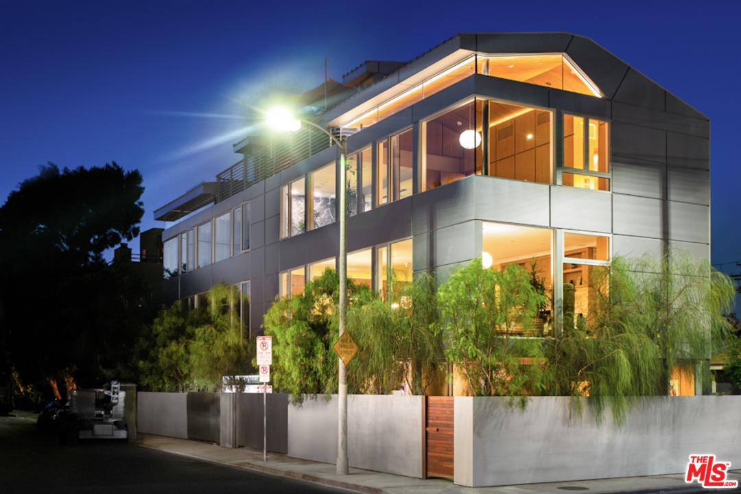 2022 Alberta Avenue Venice, CA 90291